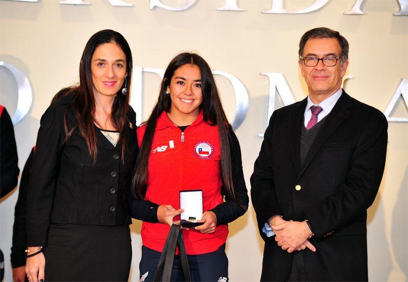 autoridades UST y medallistas de cochabamba