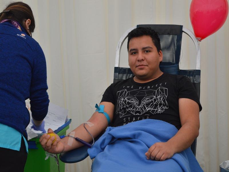 Estudiantes Santo Tomás donaron sangre