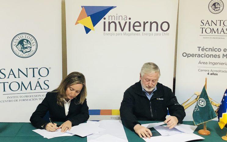 Firma convenio Santo Tomás Mina Invierno
