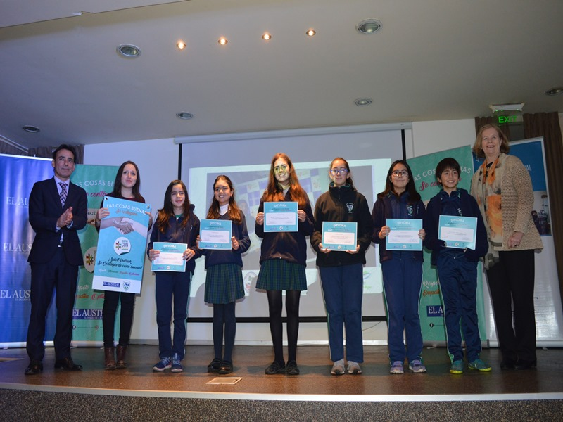 Estudiantes de 5° a 8° básico fueron premiados