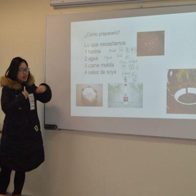Jimin Wang, profesora del ICUST Temuco en talleres del Club Chino