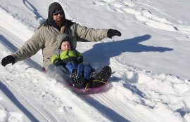 padres e hijos en vacaciones de invierno