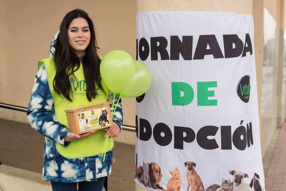 Viviana trabajando en Jornada de Adopción de Mascotas