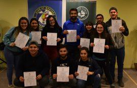 Certificación de Estudiantes de Turismo junto a jefe de carrera Manuel Triviño