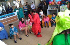 Las estudiantes de Técnico en Educación Parvularia compartieron con los niños del Hospital Base.