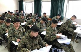 Soldados conscriptos rinden ensayo PSU en Santo Tomás