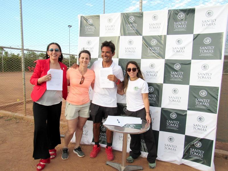 Nancy Rodas, María Valeska Curilo, Luis Aguilúz y Estephany Caro.