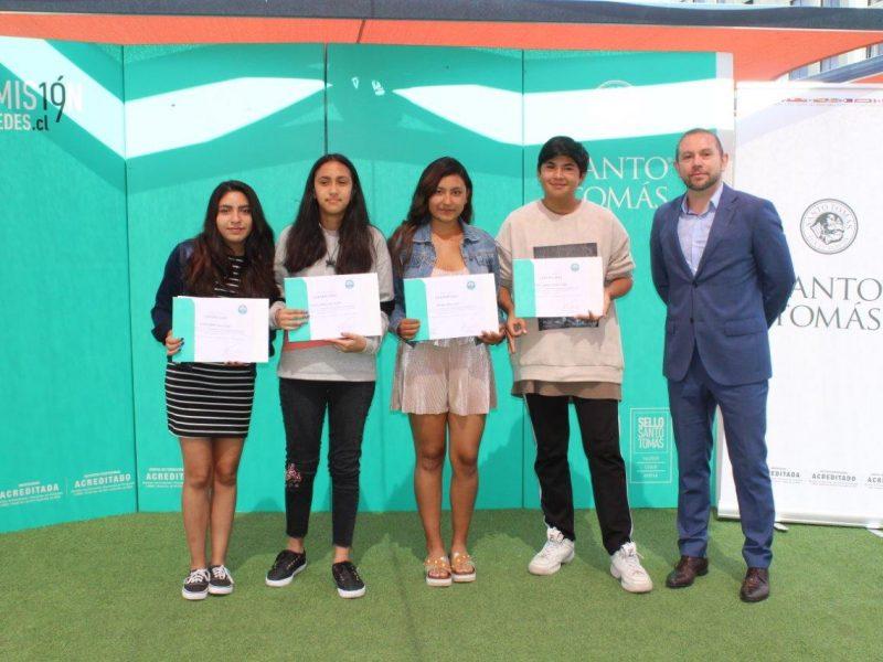 Alumnos en ceremonia de diplomas