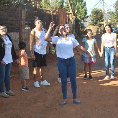 Alumnos de Santo Tomás entregan donación de útiles escolares a niños de la Parcela 11 de Forestal Alto en Viña del Mar