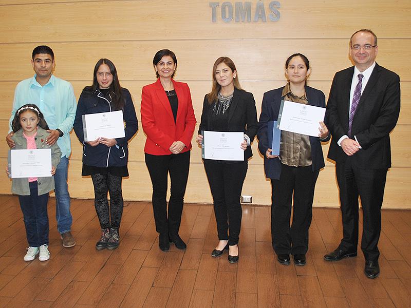 Entrega de certificaciones a Académicos