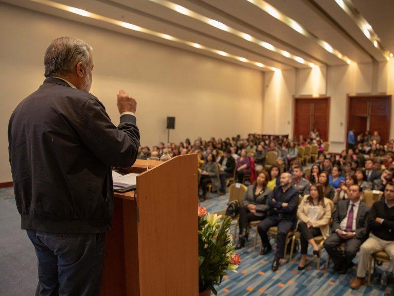 Benito Baranda en clase magistral sobre envejecimiento poblacional, inauguración año académico Santo Tomás