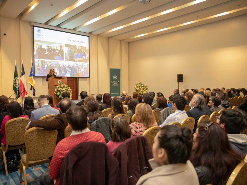 Valeska Acevedo, rectora IP-CFT Santo Tomás Punta Arenas dando cuenta gestión institucional 2018 en inauguración año académico Santo Tomás