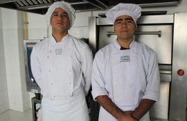 Los estudiantes Jordan Muñoz y Nicolás Jara,